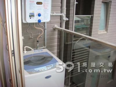 陽台:洗衣機 熱水器 隱形晒衣架