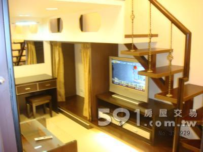 一樓電視櫃+32吋液晶電視+安全樓梯