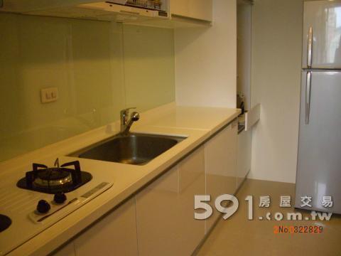 寬敞的廚房空間