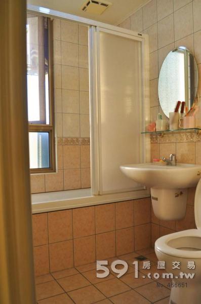 廁所,有加拉門。泡澡可賞美景