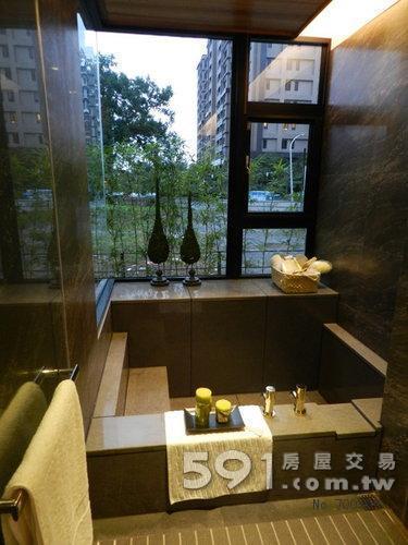 浴室湯屋,戶戶有景觀窗。