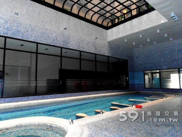 冷、暖游泳池