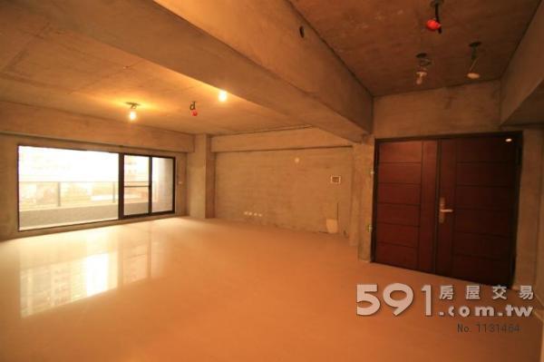 明亮寬敞的客廳