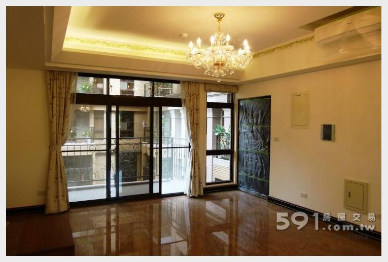 台北租屋,文山租屋,整層住家出租,寬敞客廳與前陽台