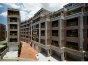 稀有市中心增值別墅,4樓半前院停車。